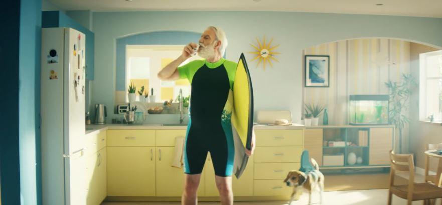 Attore Danone pubblicità Actimel shakera la tua giornata, con Surfista con Foto - Aprile 2017