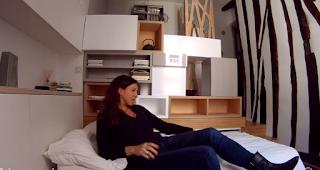 Μέσα σε ένα τοσοδούλι διαμέρισμα 12 τ.μ. στο Παρίσι η ζωή συνεχίζεται απολύτως κανονικά