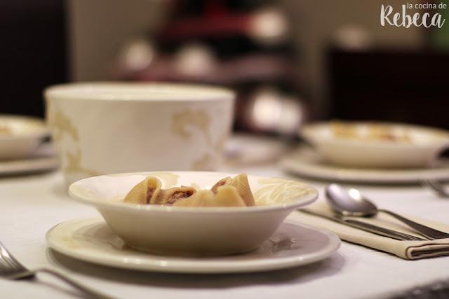 Sopa de galets rellenos de carne