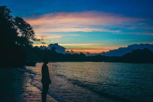 sunrise di pantai banyu meneng