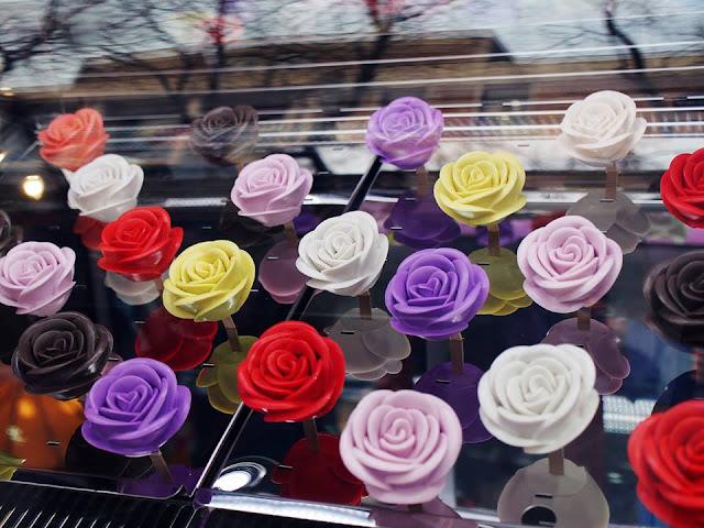 Rose-shaped ice cream