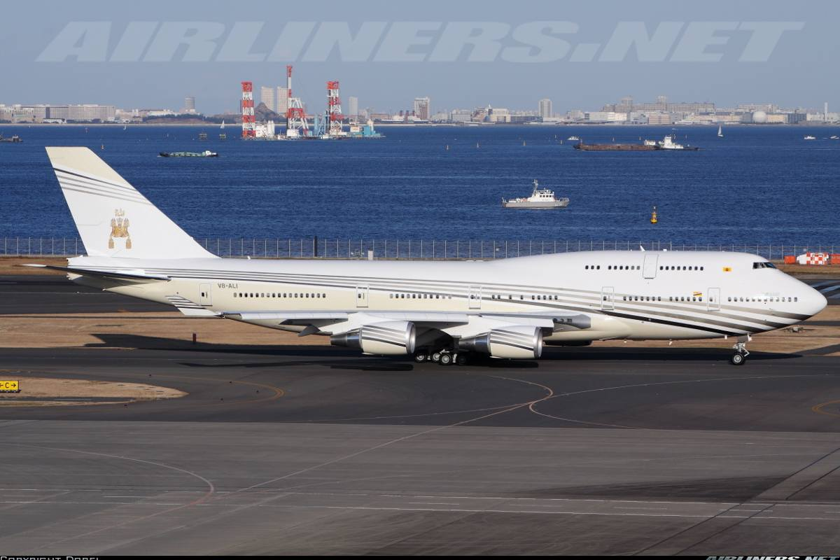 Private jet interior furnished like a vintage train aviation - The Sultan Of Brunei Owns This Boeing 747 400 And Flies This Aircraft Sometimes With His Families To Other Parts Of The World Interior Of The Cabin Is