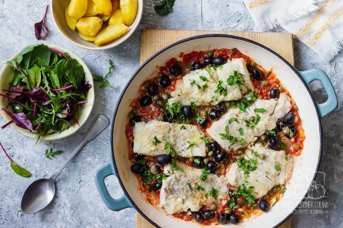 Dorsz w stylu Livorno - w sosie pomidorowym z oliwkami i kaparami