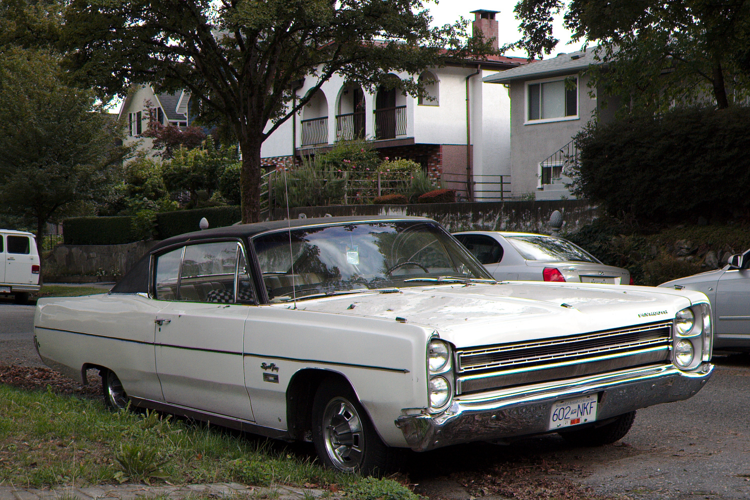 Old Parked Cars Vancouver: 1968 Plymouth Sport Fury