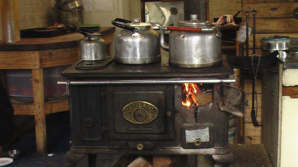 Hilando recuerdos tributo a las tradicionales cocinas a - Cocinas economicas de lena ...