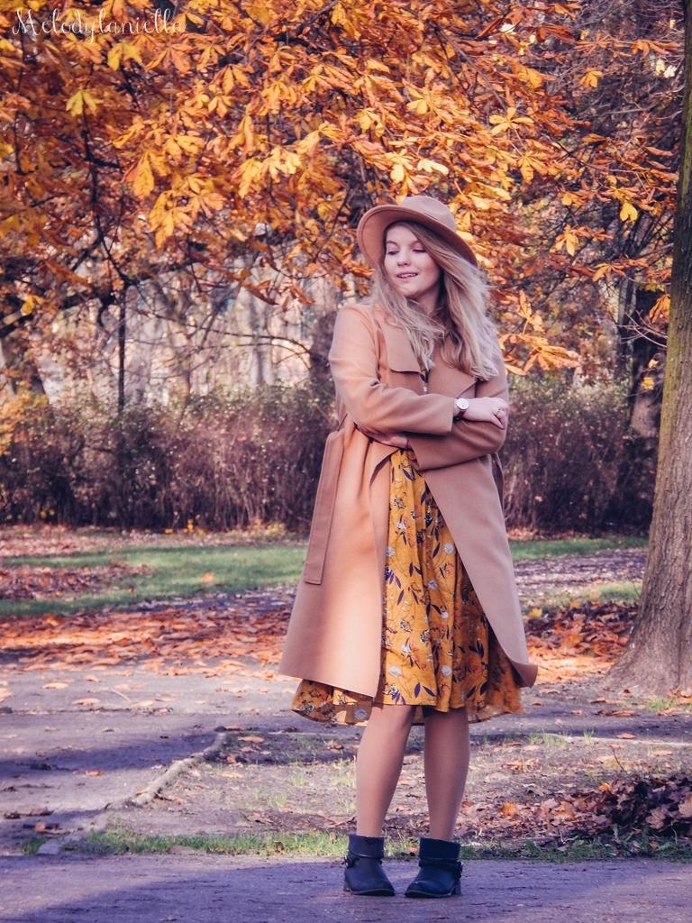 9 beżowy wiązany płaszcz na jesień wiosnę zimę beżowy kapelusz jak nosić kapelusz sukienka na jesień żółta w kwiaty zegarek daniel wellington kod rabatowy promocje rosegal zaful opinie moda fashion blogerka łódź