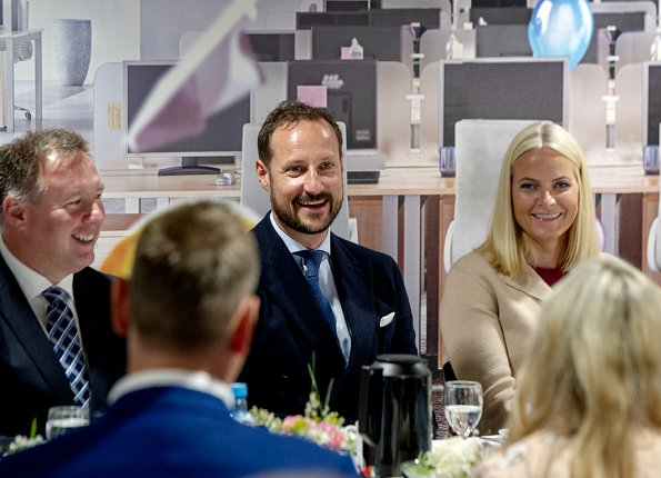 Crown Prince Haakon and Crown Princess Mette-Marit visited a couple of industrial companies in Hordaland. Mette-Marit wore Dolce & Gabbana