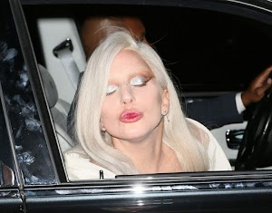 Drunk Lady GAGA not stood on his feet and fell: Video