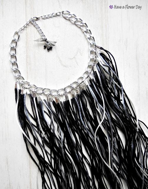Collar flecos · Fringe necklace