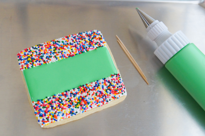 how to make football stadium decorated cookies