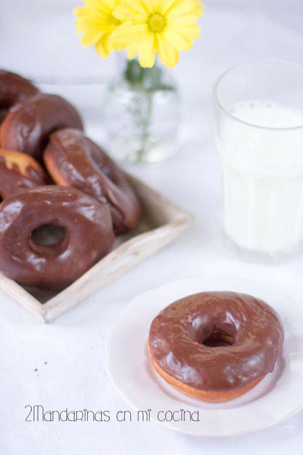 como preparar donuts caseros con cobertura de chocolate
