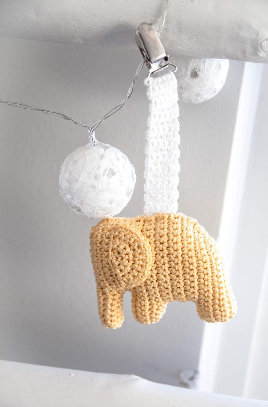 virkattu norsu vaunulelu