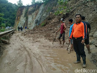 Jalur Pacitan-Ponorogo Tertutup Longsor, Lalin Lumpuh