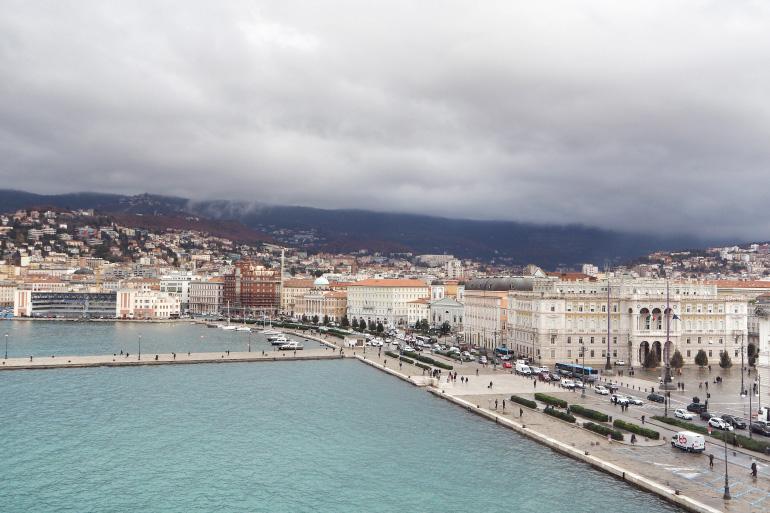 Vue du port de Trieste, en Italie, depuis le navire MSC Seaside