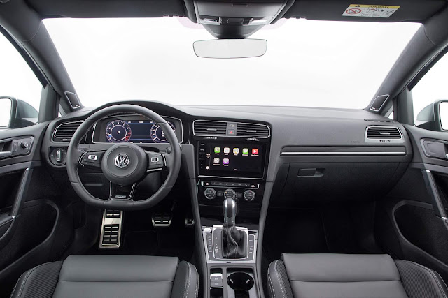 VW Golf R 2018 - interior