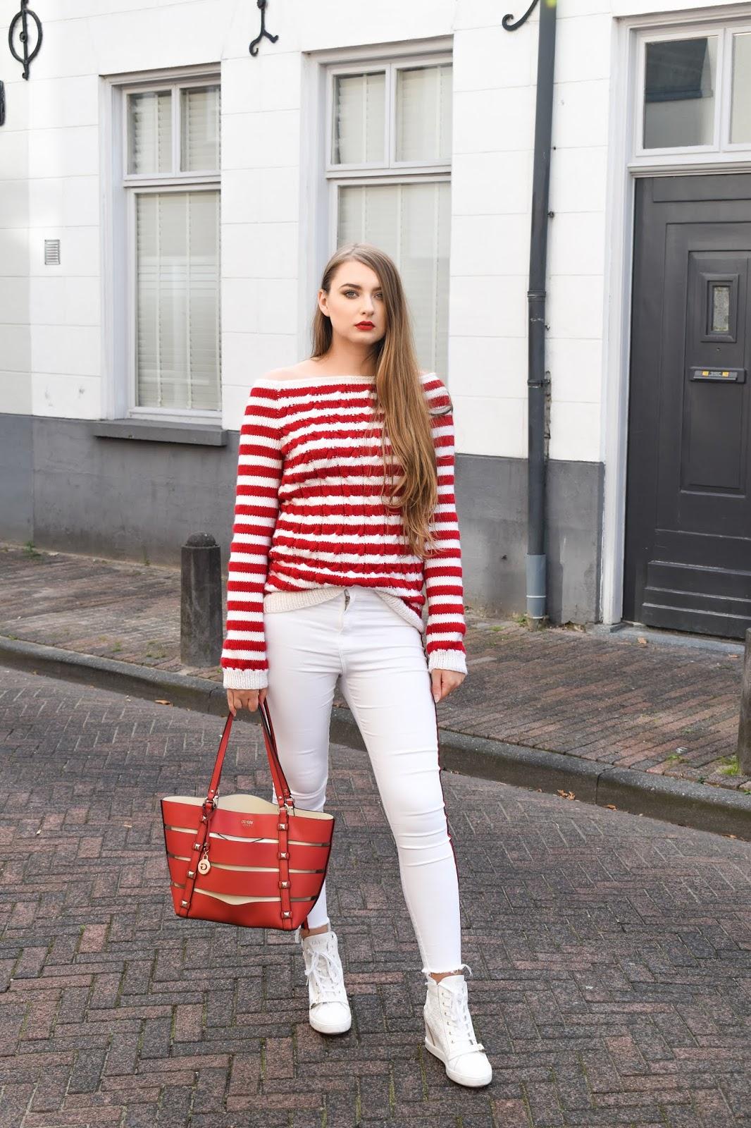 białe spodnie jesienią