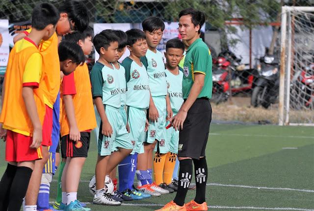 Học viên bóng đá Hoàng Gia