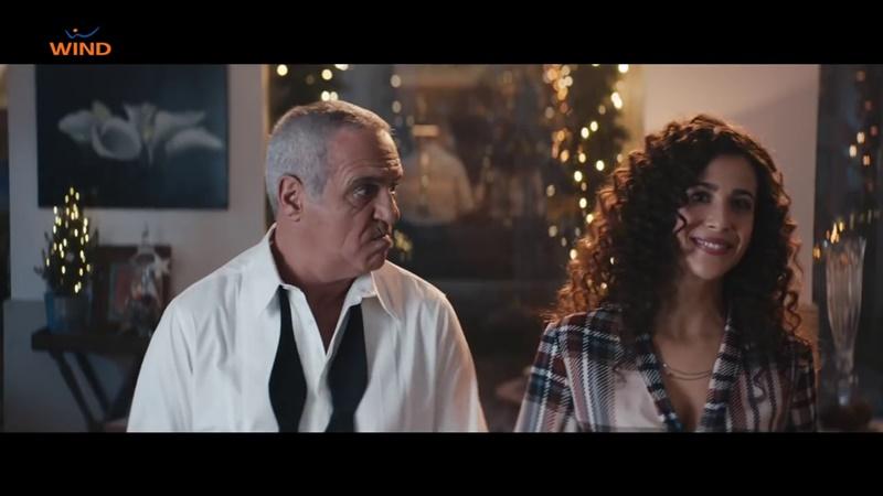 Panariello la tata e due alberi di natale pubblicit - La ragazza della porta accanto colonna sonora ...