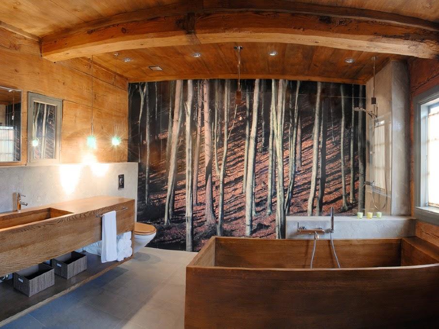Baño decorado con madera