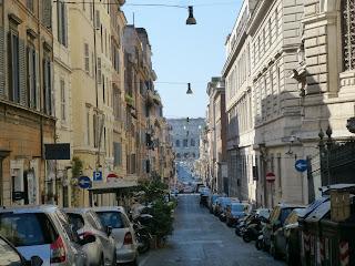 Via dei Serpenti, looking towards the Colosseum