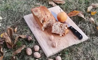 Herbstliches Brot mit Nashibirne und Walnüssen