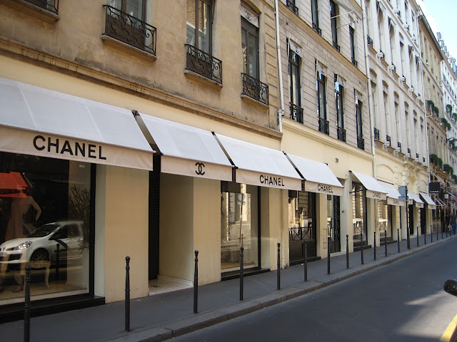 avenu - Jalanan Di Dunia Yang Paling Oke Buat Kamu Yang Hobi Shopping