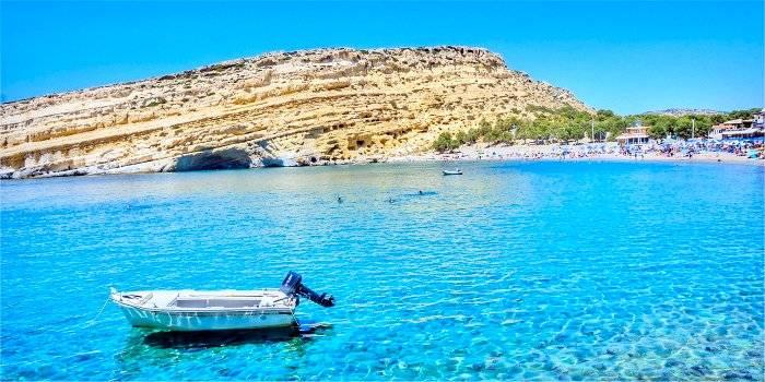 La spiaggia di Matala a Creta