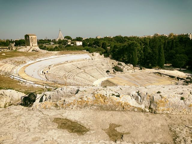 ネアポリ考古学公園のギリシア劇場