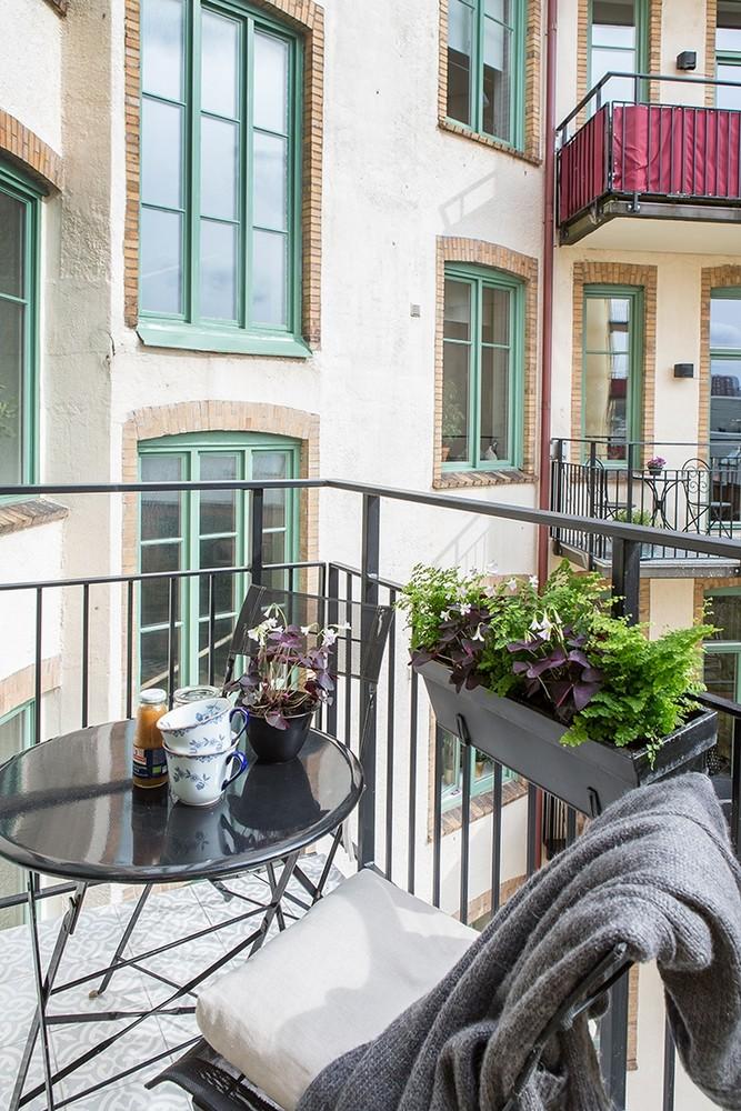 d couvrir l 39 endroit du d cor sur un air de violoncelle. Black Bedroom Furniture Sets. Home Design Ideas