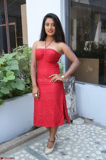 Mamatha sizzles in red Gown at Katrina Karina Madhyalo Kamal Haasan movie Launch event 205.JPG