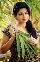 Actress Iswarya Menon Hot Photo HeyAndhra
