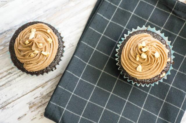 Schokoladen-Haselnuss Cupcakes mit Nutella Frosting