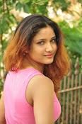 Aarthi glamorous photo gallery-thumbnail-20