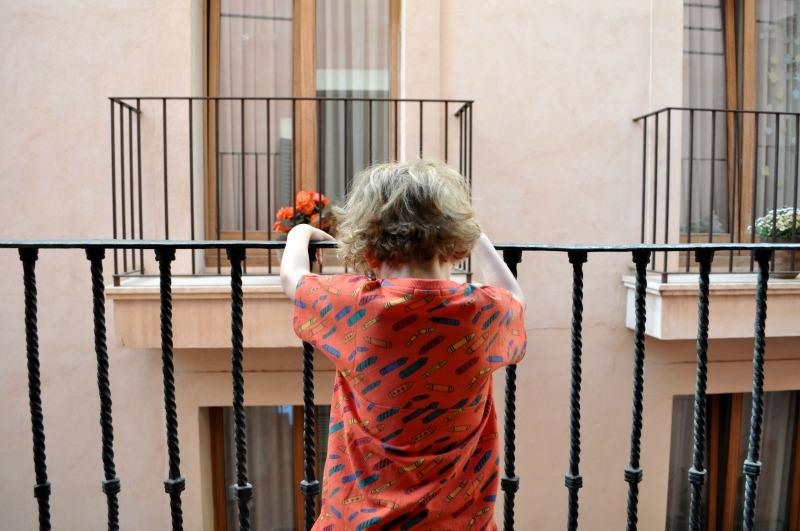 people watching from the balcony at hotel Palau Sa Font