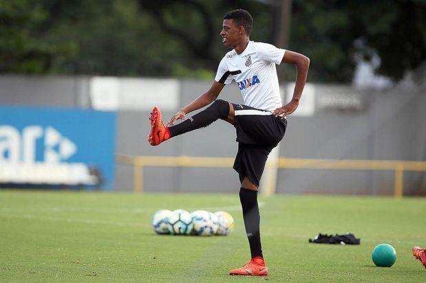 Robson Bambu zagueiro do Santos