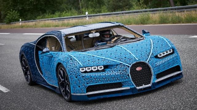 Video: Conducen Bugatti Chiron creado con piezas de Lego