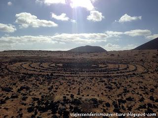 Curiosa formación de piedras a medio camino entre Caleta de Sebo y Pedro Barba
