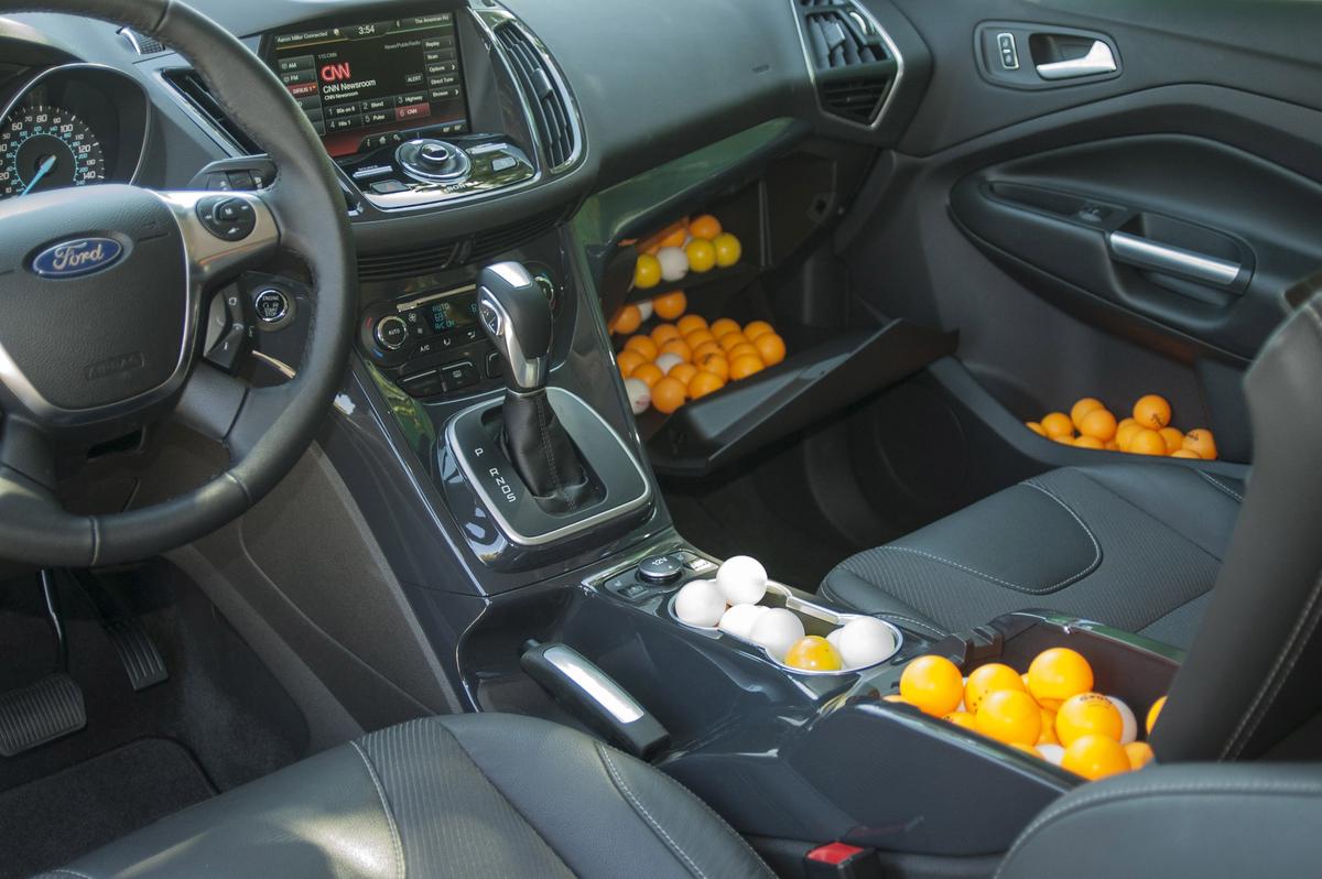 autos am ricaines blog 2013 ford escape combien de balles de ping pong peut il accueillir. Black Bedroom Furniture Sets. Home Design Ideas