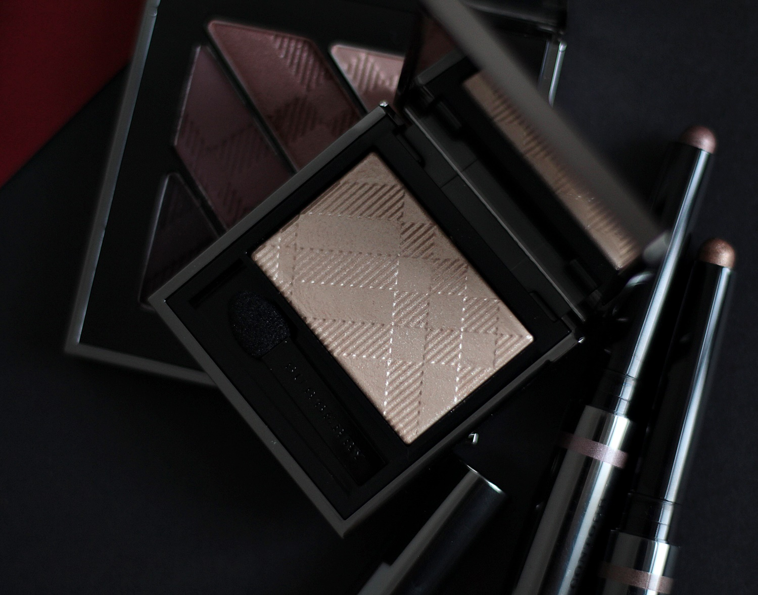 burberry-wet-dry-glow-shadow-gold-pearl