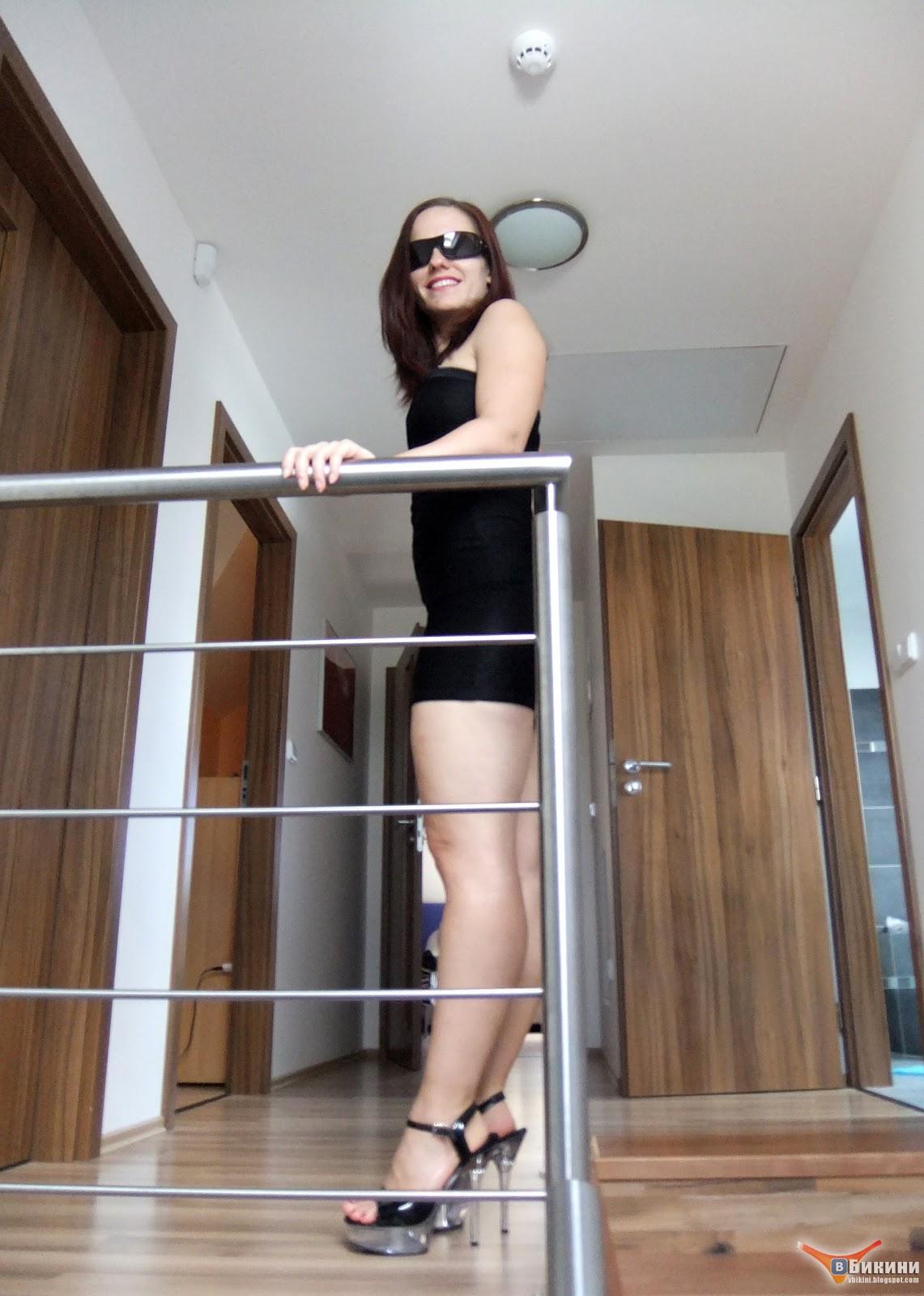 В бикини!: Красивая брюнетка в бикини - Зузика