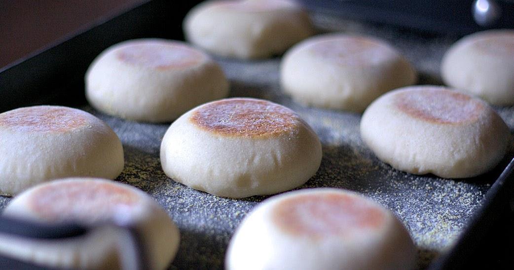La Petite Brioche: English Muffins