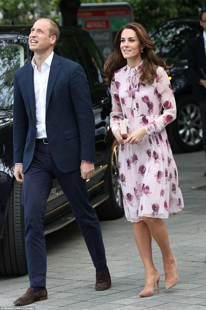Duchess of Cambridge dazzles in £400 Kate Spade dress as she boards London Eye
