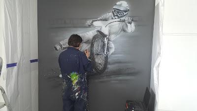 Malowanie obrazów na scianie  na zamówienie, rysunek malowany na ścianie, mural Żużlowica, Gdańsk, artystyczna malowanie scian