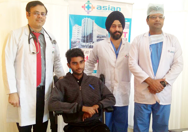 Doctors from the Asian Hospital, Faridabad, have a young man with severe pneumonia, new life by acou technique