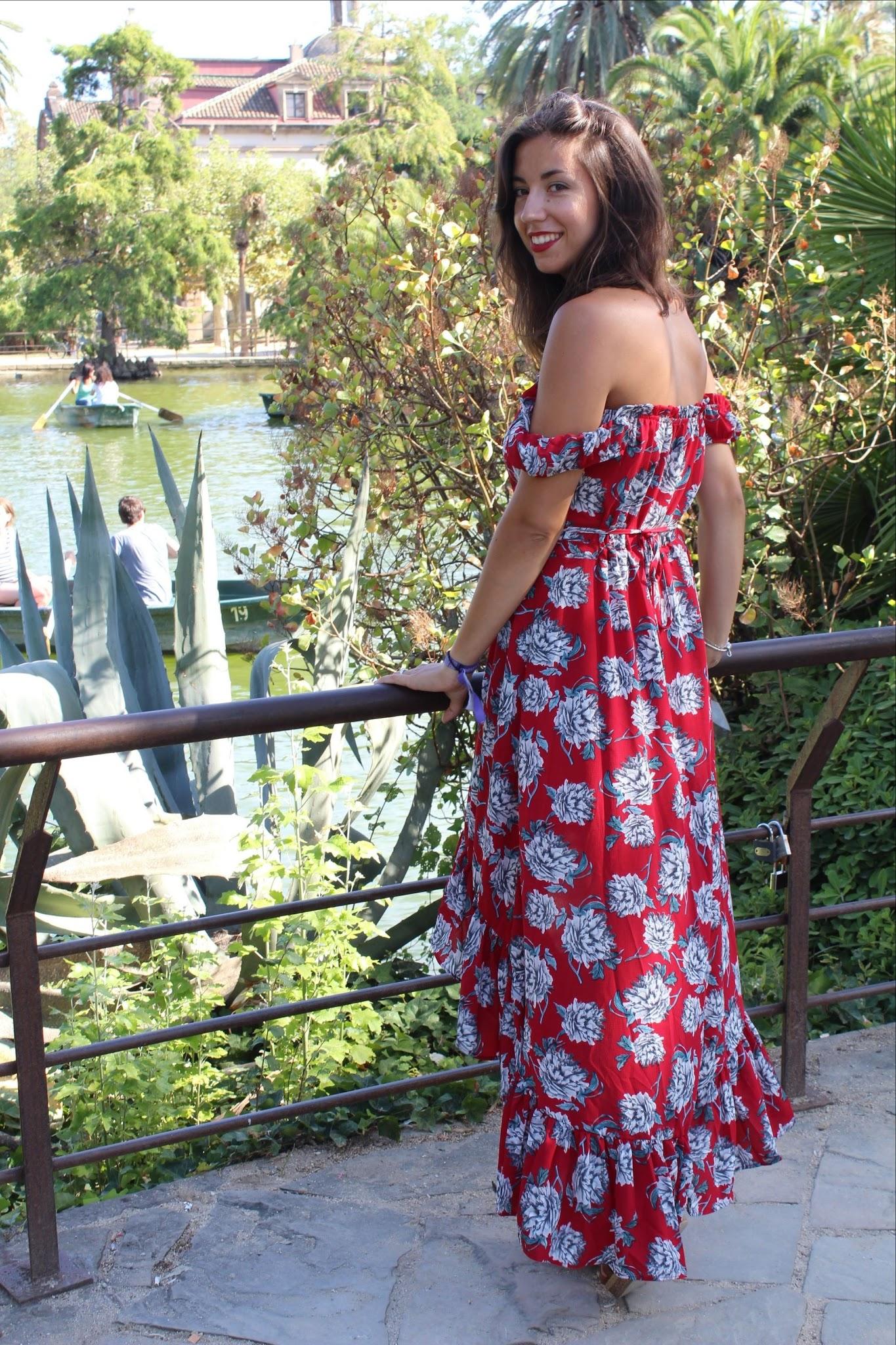 Elle portait une robe rouge en espagnol