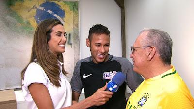 Carol Scaff, Neymar e Sidney Oliveira (presidente da Ultrafarma, empresa patrocinadora da Seleção Brasileira) Crédito Foto: Divulgação RedeTV!