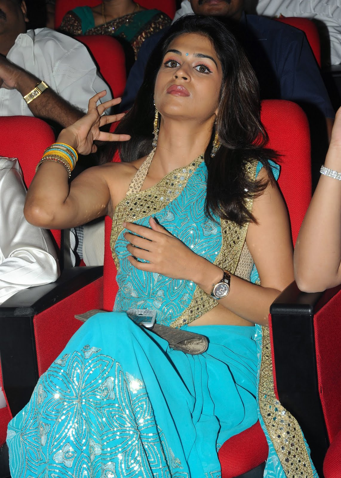 Shraddha Das Navel Show Photos In Blue Saree | Latest ...