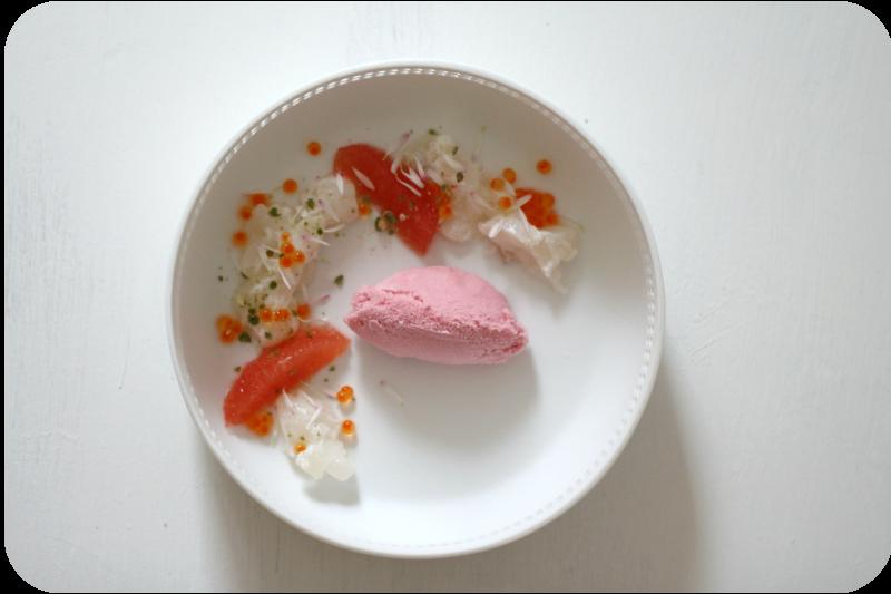 Ceviche (Kabeljau), Malvensorbet, Pink Grapefruit, Sanshopfeffer, Gänseblümchen und ein Hammel [Supperclub] | Arthurs Tochter kocht. von Astrid Paul