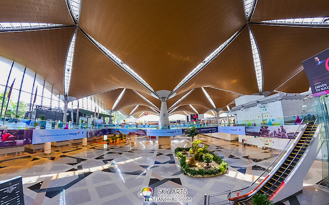 Playing with interior photography inside KLIA while walking around