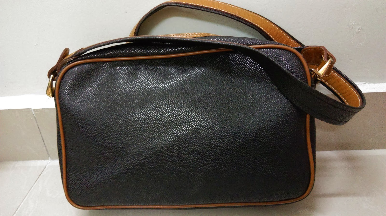 Authentic Vintage Lancel Paris Leather Sling Bag Condition 7 10 Made In Italy 94 04 01 Lampo Zipper Size X 6 5 2 Comes With Dustbag Price